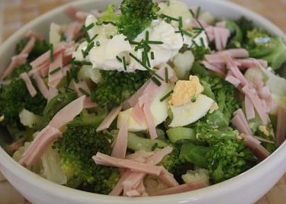 Květákový salát s brokolicí