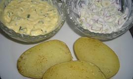 Pečené brambory se dvěma omáčkami