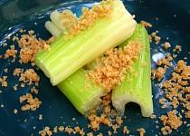Řapíkatý celer s máslem a strouhankou