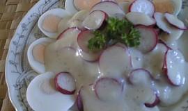 Ředkvičkový salát se sýrovou zálivkou