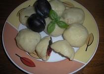 Švestkové knedlíky z bramborového těsta