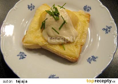 Sýrové toasty s broskvemi