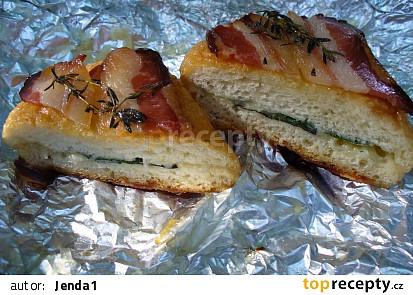 Tvarůžková houska v gazdovské slanině