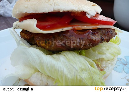 Hamburger na grilu