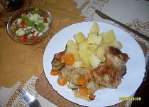 Kuřecí stehýnka se zeleninou