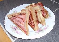 Tousty s anglickou slaninou a pažitkou