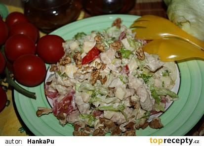 Kuřecí salát s vlašskými ořechy