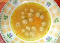 Mrkvová polévka s drožďovými knedlíčky