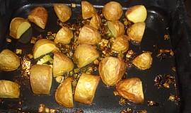 Pečené brambory s jarní cibulkou