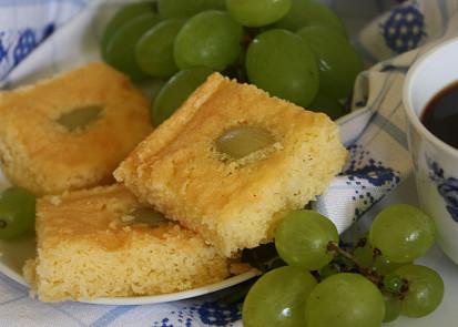 Třený koláč s hroznovým vínem