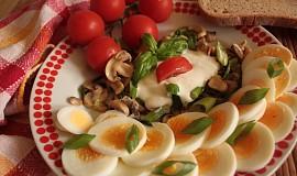 Vaječný salát se žampióny