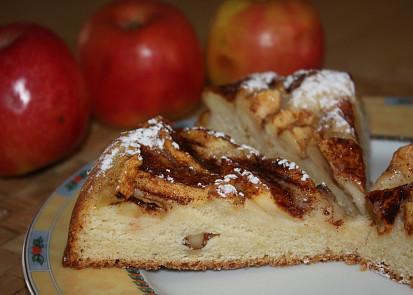 Kynutý jablkový koláč