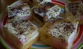 Pudinkový jahodový koláč