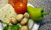 Žampionová rychlovka se salámem a zeleninou