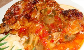 Kuřecí stehna pečená v zelenině