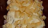 Kuřecí stehna se sýrem a smetanou v římském hrnci
