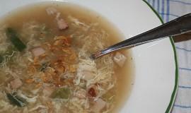 Uzená polévka s krupicí a vejcem