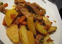 Vepřové se zeleninou a bramborama