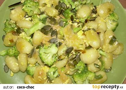Gnocchi s vajíčkem, brokolící a dýňovým semínkem