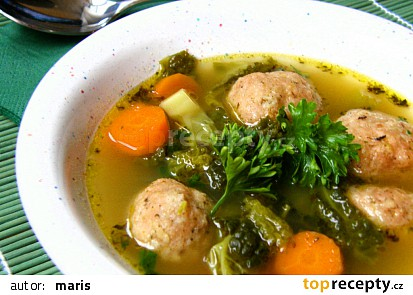 Kapustová polévka s klobásovými knedlíčky