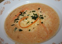 Mrkvová polévka se sýrem