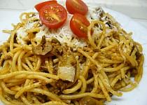 Pikantní hovězí kousíčky se špagetami