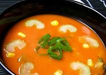 Rajská polévka s řapíkatým celerem a kukuřicí