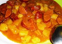 TRIO-buřt-brambor guláš