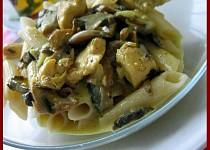 Kari těstoviny s kuřecím masem
