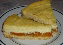 Meruňkový koláč s pudingem a zakysanou smetanou