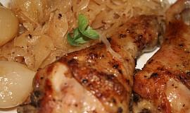 Jalovcové kuře s kysaným zelím