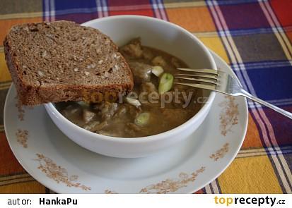 Vepřový guláš na pivu a česneku