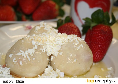 Kynuté jahodové knedlíky