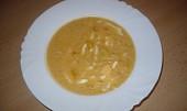 Papriková polévka s vejcem