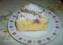 Tvarohový koláč s jahodami a drobenkou