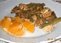 Zelené fazolky s ořechy.