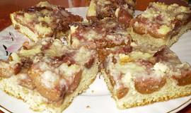 Křehký koláč s ovocem a drobenkou