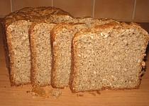 Vícezrnný kváskový chléb se sádlem