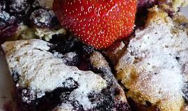 Bleskový kefírový koláč s ovocem