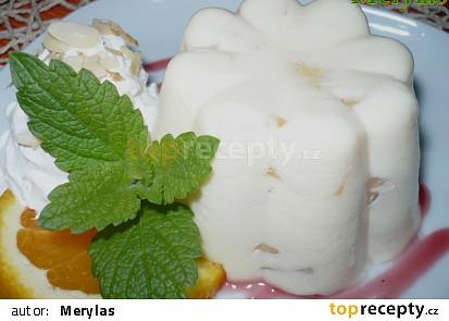 Jednoporcová bábovička, z ovoce je použitý ananasový kompot.