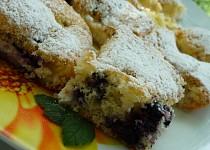 Borůvkový koláč se smetanou