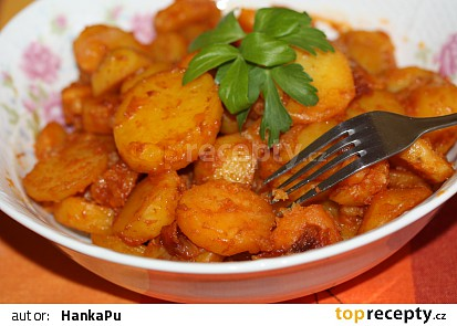 Dušené paprikové brambory
