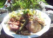 Kuřecí maso na zelených fazolkách, houbách a kopru