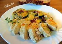 Kuřecí prsa s kozím sýrem,lilkem,cuketou a sušenými rajčaty