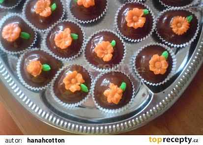 Ořechové košíčky s marcipánovou ozdobou