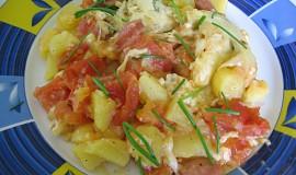 Zapečené brambory s rajčaty a sýrem