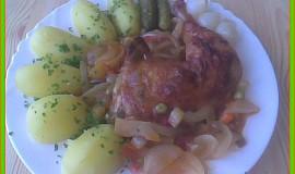 Kuřecí stehna v zelenině