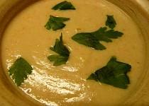 Polévka z králičích stehýnek s jáhlovou zavářkou