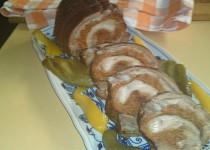 Pomalu pečená bůčková roláda s čabajkovou náplní