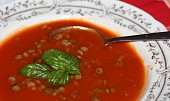 Rajská polévka s čočkou a bazalkou